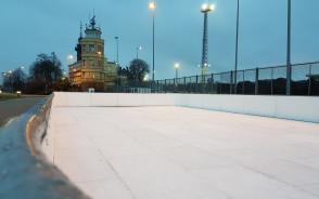 Darmowe lodowisko w Nowym Porcie z widokiem na Westerplatte