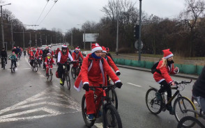 Przejazd Mikołajów na rowerach przez Trójmiasto