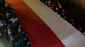 Biało-czerwona flaga z kirem