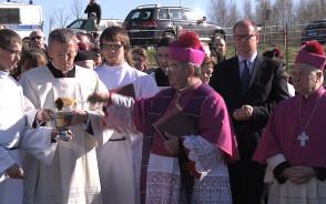 Poświęcenie krzyża pod budowę kościoła