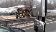 Przewrócona ciężarówka na obwodnicy na Szadółkach