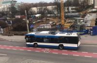 Trolejbus nowy a zepsuł się i zablokował ruch