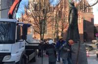 Zdemontowano pomnik prałata Jankowskiego