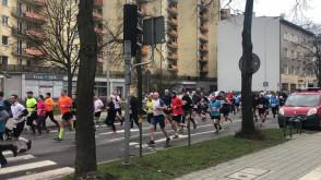 Biegacze ruszyli w półmaratonie w Gdyni