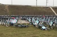 Rowery Mevo już niszczeją
