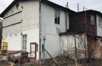 Niszczejący budynek na Niepodległości w Sopocie