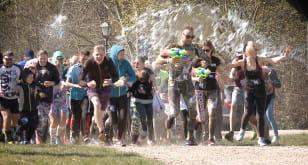 Wodna bitwa dla biegaczy w Kolibkach - WateRUN