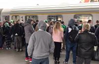 Lechiści odjeżdżają z dworca na finał Pucharu Polski