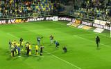 Kibice Arki po wygranym meczu, zapewniającym utrzymanie się w Ekstraklasie
