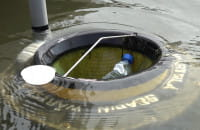 Wodna śmieciarka w marinie