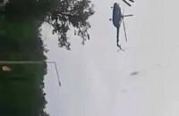 Lądowanie helikoptera w parku ...
