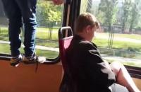 Nastolatek w tramwaju