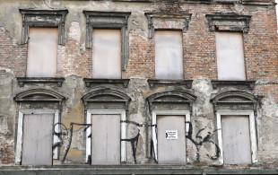Opuszczone kamienice przy ul. Pod Zrębem