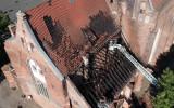 Zniszczenia po pożarze dachu kościoła