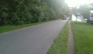 Bulwar Nadmorski w Gdyni. Auta rozjezdzaja drogę rowerową