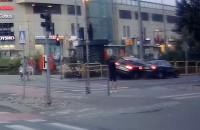 Kolizja dwócha aut przy galerii we Wrzeszczu