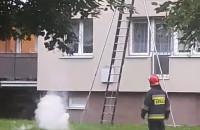 Akcja strażaków w bloku