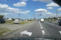 Rozdawanie flag na skrzyżowaniu