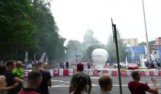 Wyścigi samochodowe w Sopocie. Urwanie zderzaka podczas driftu.