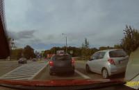 Wyprzedza buspasem po przejściu i prawie rozjeżdża rowerzystę