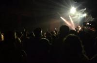 Publiczność wyskakuje w trakcie koncertu Albo Inaczej 2