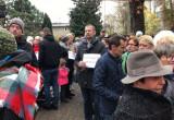 Manifestacja pod kurią w Oliwie
