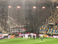 Arka Gdynia - Legia Warszawa 0:1. Kibice i piłkarze po meczu