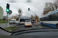 Przez skrzyżowanie na czerwonym. Tak jeżdżą autobusy w Gdyni