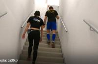 Biegali po schodach, by pomóc niepełnosprawnym dzieciom