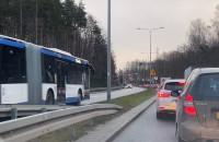 Autobusy jadą pod prąd na Chwarznieńskiej