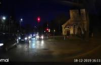 Jazda pod prąd na czerwonym świetle