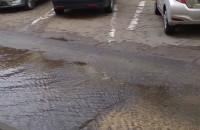 Skutki awarii. Woda wybija na Jagiellońskiej