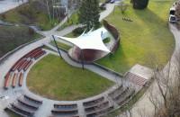 Amfiteatr i zrewitalizowany park na Kamiennej Górze