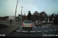 Kierowca jechał prosto pasem do skrętu w lewo