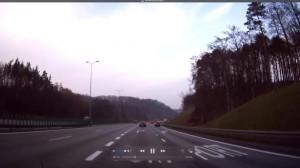 Niebezpieczny manewr na zjeździe na Estakadę Kwiatkowskiego
