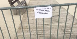 Zamknięty plac zabaw przy gdyńskiej plaży