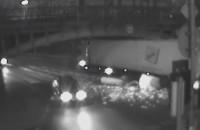 Ciężarówka wjeżdża pod zbyt niski wiadukt na Hallera