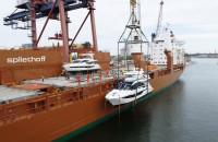 Załadunek jachtów na statek w Porcie Gdańsk