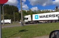 Ciężarówka blokuje przejazd na Karwinach