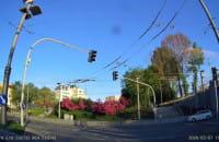 Przejazd na czerwonym, skrzyżowanie ul. Dworcowej z ul. Podjazd