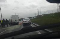 Stłuczka z udziałem ciężarówki przy moście wantowym