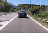 Celowo prawie najechał na rowerzystę