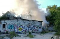 Strażacy gaszą pożar pustostanu na Ujeścisku