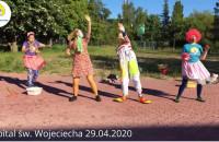 """Fundacja """"Dr Clown"""" Region Pomorze przed Szpitalem św. Wojciecha"""