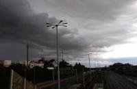 Nad Chełmem gęste, czarne i burzowe chmury