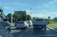 Korki na Podwalu Przedmiejskim. Prace drogowe i zwężona jezdnia