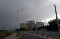 Burzowe chmury nad Gdańskiem. Duszno ...