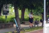 Policja kontroluje rowerzystów nad morzem w Sopocie