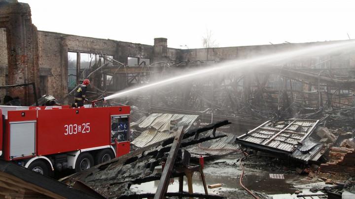 Film nakręcony dzień po pożarze.