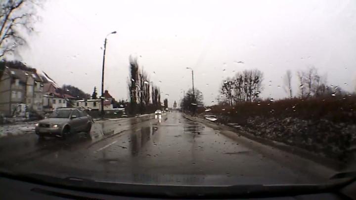 Zobacz okiem kierowcy odcinek Traktu św. Wojciecha wytypowany do tegorocznego remontu.